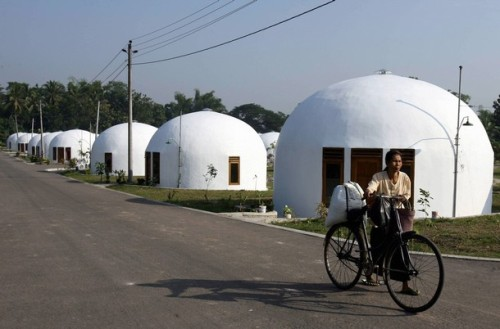 INDONESIA-QUAKE-1YEAR-HOUSING-DOME